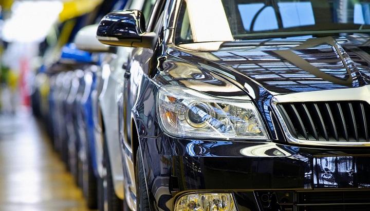 Машины расходятся, как пирожки. С апреля в России очередное подорожание автомобилей.