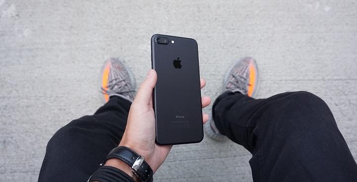 Жители Нальчика стали покупать дорогие смартфоны