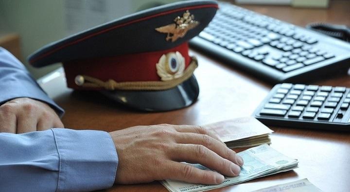 За крупную взятку арестован главный полицейский Омска