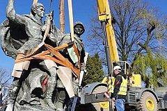 В польском городе снесли монумент советско-польскому братству по оружию