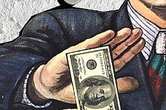 Эксперт: Россия не может отказаться от доллара