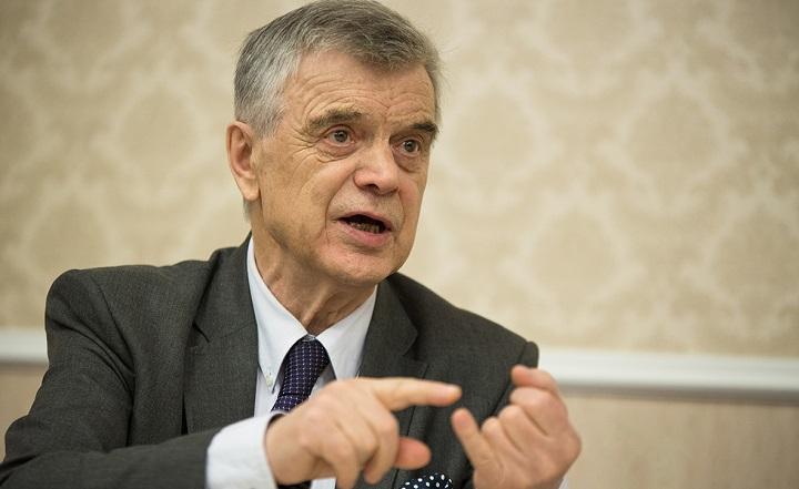 Хасбулатов: Для повышения пенсий надо поднять налог на полезные ископаемые