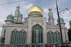 Кадыров прибыл в Москву на церемонию открытия Соборной мечети