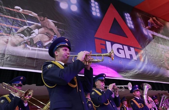 Музыканты военного оркестра внесли свой неповторимый колорит в действо