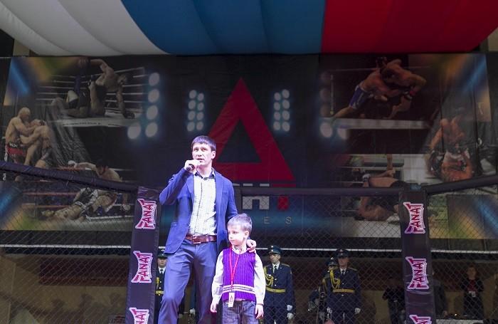 Андрей Пичужкин с сыном Андреем открывают турнир