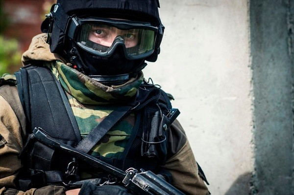 В РФ трое смертников взорвали себя уздания милиции
