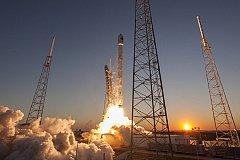 Грузовик Dragon выведен на  орбиту с помощью многоразовой ракеты