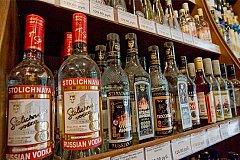 Разрешат ли продавать алкоголь в зданиях российских  школ и больниц?