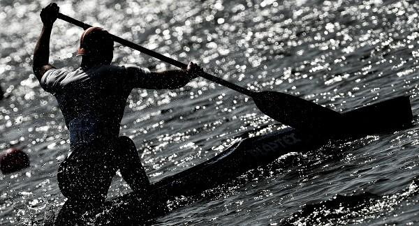 Впроцессе олимпийского заплыва вРио байдарочник врезался вдиван