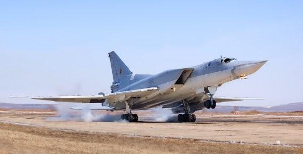 Вглобальной паутине появилось видео уничтожения авиациейРФ 6-ти складовИГ