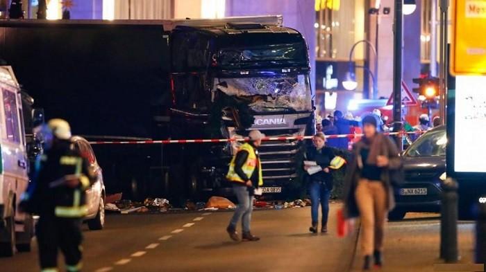 Будет отвратительно, если террористом вБерлине окажется беженец— Меркель