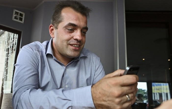 Советник Порошенко предложил принести кпосольствуРФ «Боярышник»