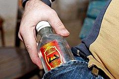 В России на месяц введен запрет на продажу спиртосодержащей непищевой продукции