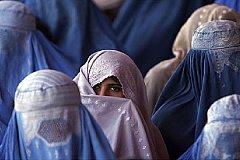 СМИ: В Афганистане женщине вышедшей на улицу без сопровождения мужа отрезали голову