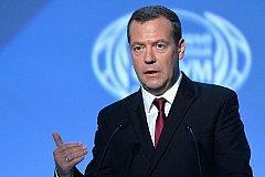 Дмитрий Медведев уверяет, что Россия с кризисом справилась