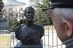 Никаких мироточений на бюсте Николая II не установлено