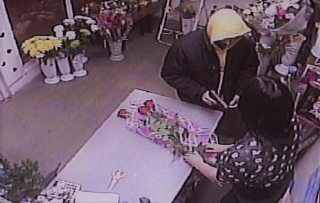 8 марта в Москве совершено разбойное нападение на магазин цветов фото 2