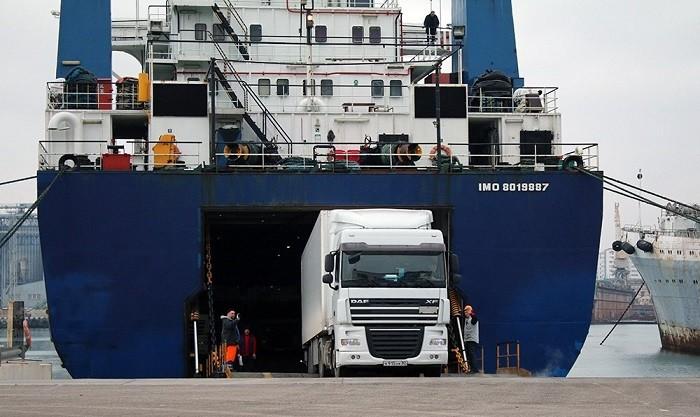 Паром «Варяг» привез из Турции крымских дальнобойщиков. Фото: rg.ru