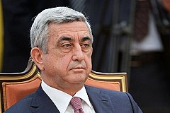 У президента Армении потребовали паспорт на голосовании