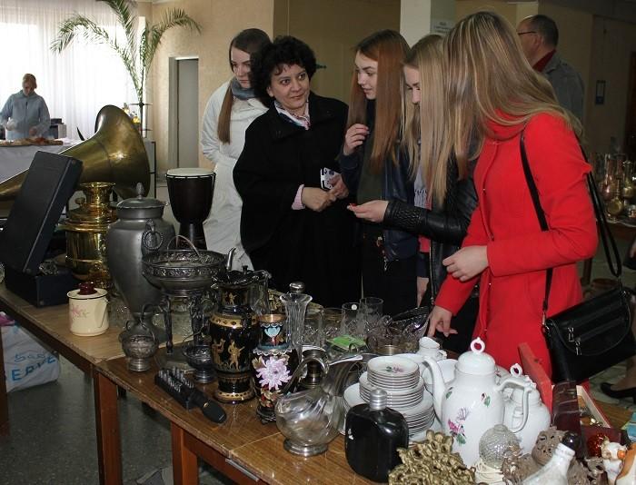 Светлана Лыгина (на фото – вторая слева) со своими учениками
