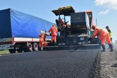 Новую технологию ремонта дорог применяют на Алтае
