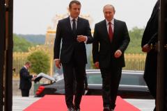 Макрон встретил Путина в Версале