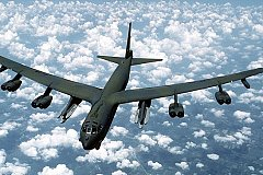 Су-27 ВКС РФ перехватил над Балтийским морем американский бомбардировщик В-52