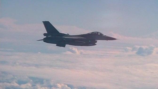 Шойгу летает всопровождении американской авиации