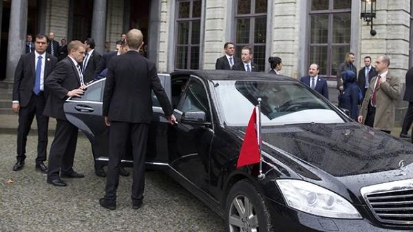 Устроившим драку охранникам Эрдогана запретили заезд вФРГ
