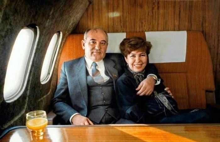 Михаил Горбачев со своей женой Раисой. Фото:  newsland.com