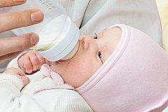 Маленькую девочку мать закормила до смерти манной кашей