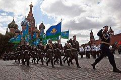 Президент России поздравил десантников с Днем ВДВ