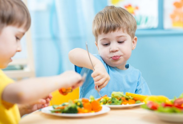 В детском лагере Магнитогорска ребят кормили протухшей колбасой