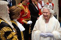 Отрекаться от престола Елизавета II не собирается