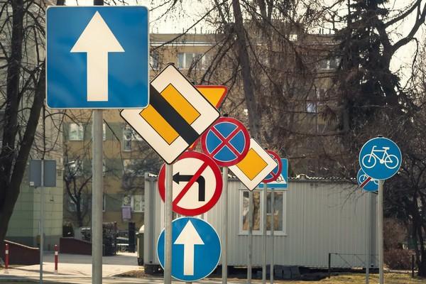 ВАстрахани могут появиться уменьшенные дорожные знаки