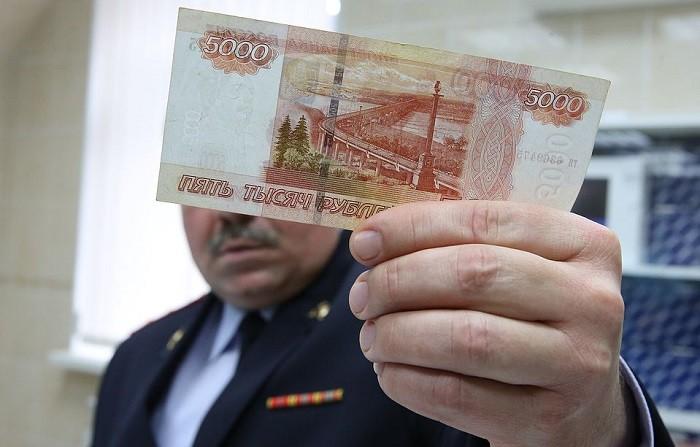 Полицейские задержали вКрыму и российской столице орудовавших наполуострове фальшивомонетчиков