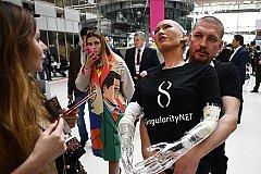 Человекоподобный робот София выступила на форуме в Москве