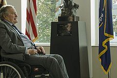 Буш-старший обвинён в домогательствах