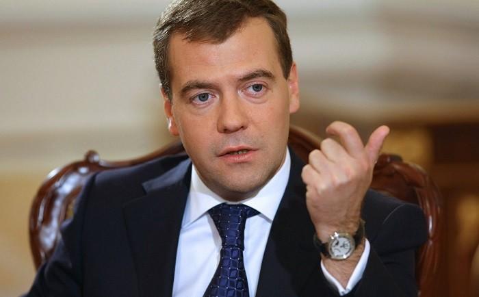 Медведев объявил, что санкции США противРФ подорвут отношения надесятилетия