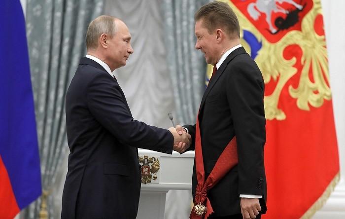Путин вКремле наградил Миллера иКиркорова