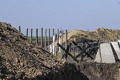 На границе с Украиной строят заграждение