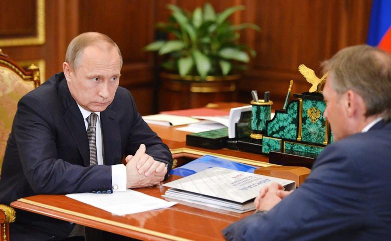 Президент России Владимир Путин и уполномоченный по защите прав предпринимателей Борис Титов Фото: ТВ Центр