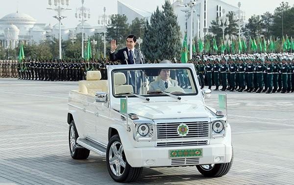 ВТуркменистане милиция  отправляет наштрафплощадки машины небелого цвета