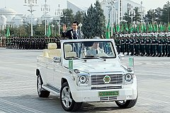 В Туркмении разрешены автомобили только белого цвета и запрещены женщины за рулём