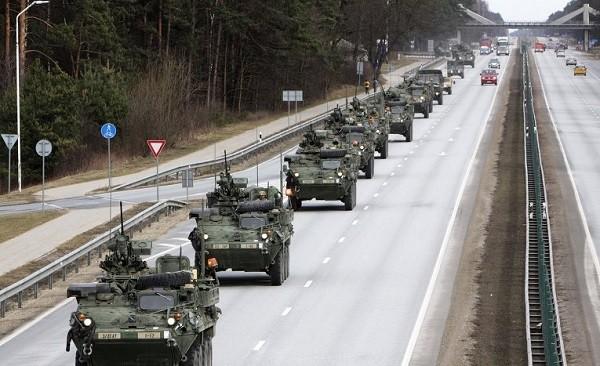 Известное фото колонны механизированной роты армии США во время операции «Драгунская прогулка» в Европе два года назад.