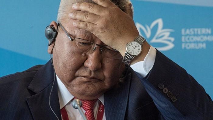 Руководитель Якутии с ассистентом устроили дебош всамолете, угрожая экипажу увольнением