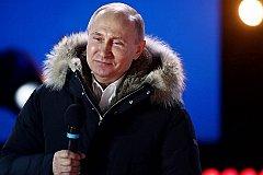 Путин принимает поздравление с победой на выборах президента России