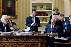 Советники Трампа настаивали не звонить Путину