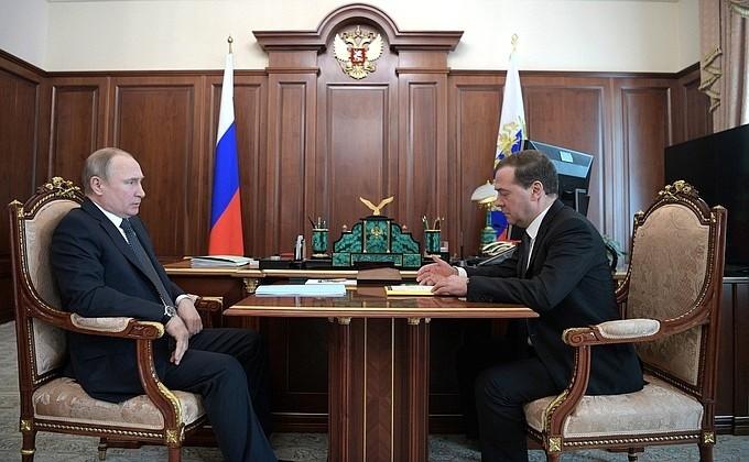 Дмитрий Медведев на встрече с президентом РФ Владимиром Путиным. Фото: kremlin.ru