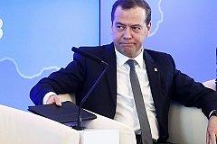 Медведев заявил, что на повышение МРОТ денег нет